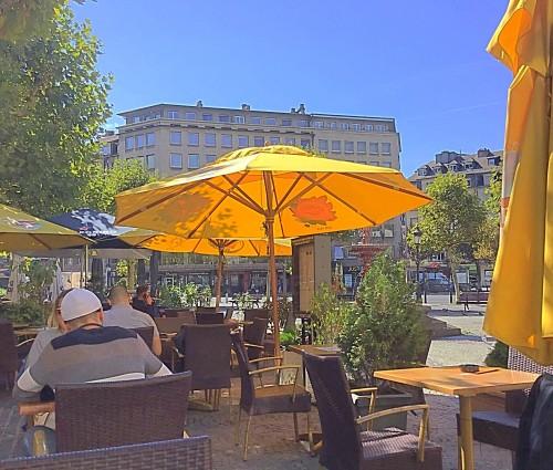 right on Place de Paris