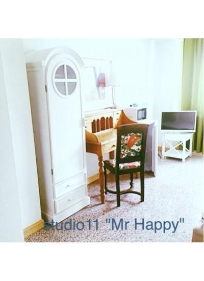 St11 Studio11  «Mr Happy»