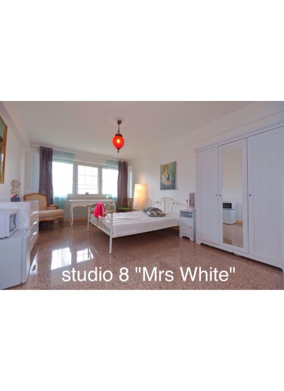 St8 Studio8  « Mrs White »